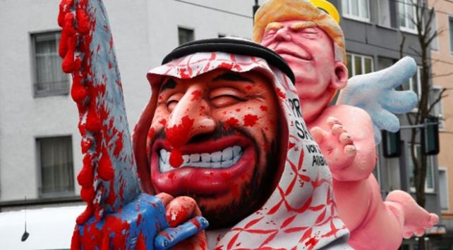 Almanyadaki festival kortejinde dünya siyaseti hicvedildi