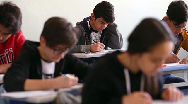 """Liselerde uluslararası geçerliliğe sahip """"sertifika"""" programları başlıyor"""