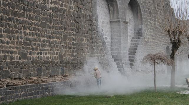 Diyarbakır surları duvar yazılarından arındırılıyor