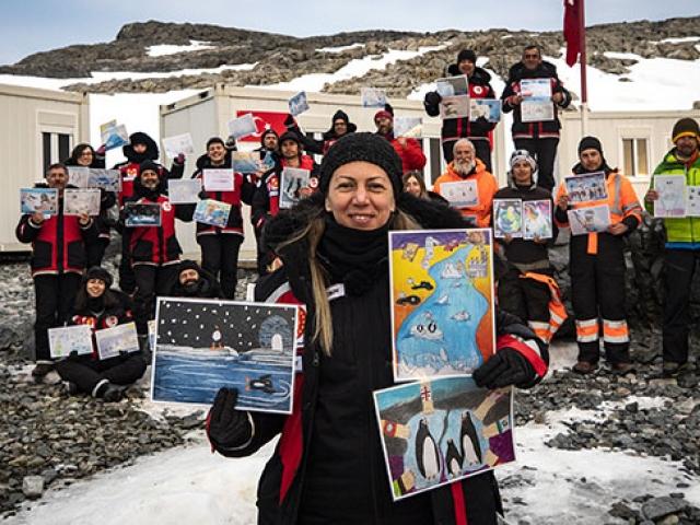 Bilim insanları Antarktika deneyimlerini paylaştı