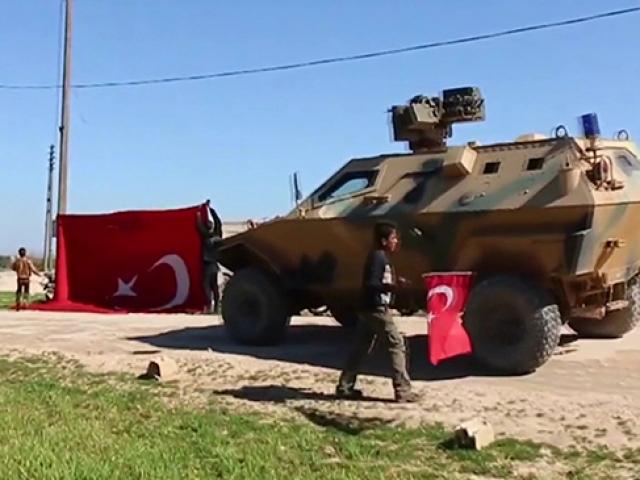 Tel Tokanda Türk askerine sevgi gösterisi