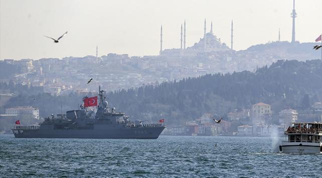 Türk savaş gemileri ve denizaltıları İstanbul Boğazından geçti