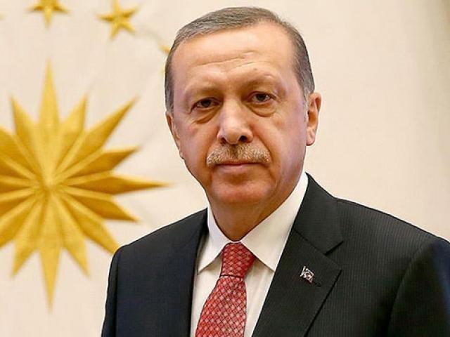 Cumhurbaşkanı Erdoğan küçük kızın sevgisini karşılıksız bırakmadı