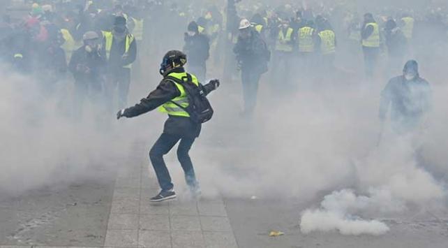 Fransada sarı yeleklilerin gösterisinde polis şiddetine soruşturma