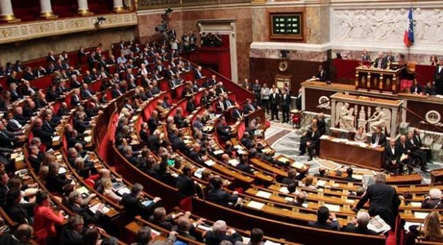 Fransada eylemcilere sert ceza öngören yasa tasarısı onaylandı