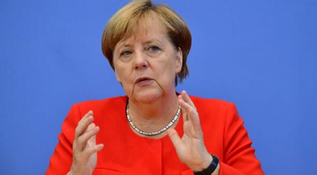 Merkel: Yeni 5G mobil ağı için kendi standartlarımızı belirleyeceğiz