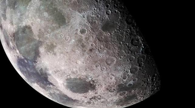 NASA, Ay yüzeyinde sıçrayan su keşfetti