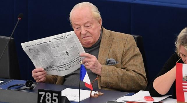 Avrupa Parlamentosu aşırı sağcı Le Penin dokunulmazlığını kaldırdı