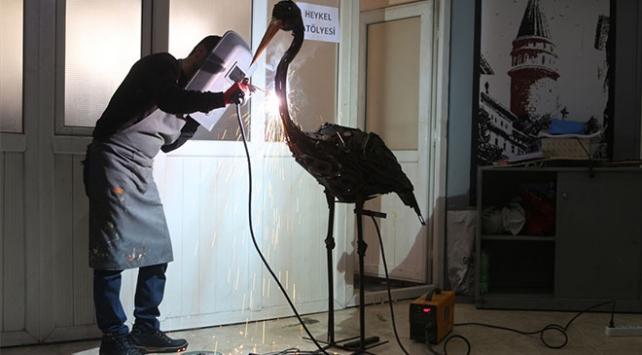 Hurda metalleri sanat eserine dönüştürüyor