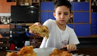 Sırbistan'ın en genç börek ustası aile geleneğini sürdürmek istiyor