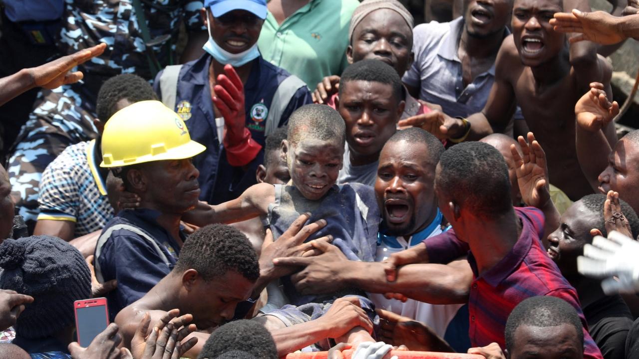Nijeryada bina çöktü, yüzden fazla kişi mahsur kaldı