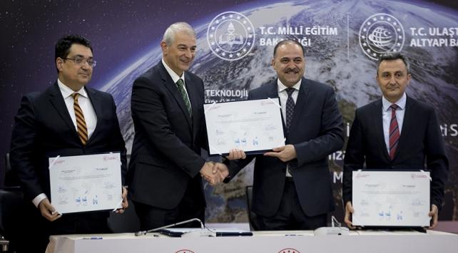 Okullar uydu üzerinden internete bağlanabilecek