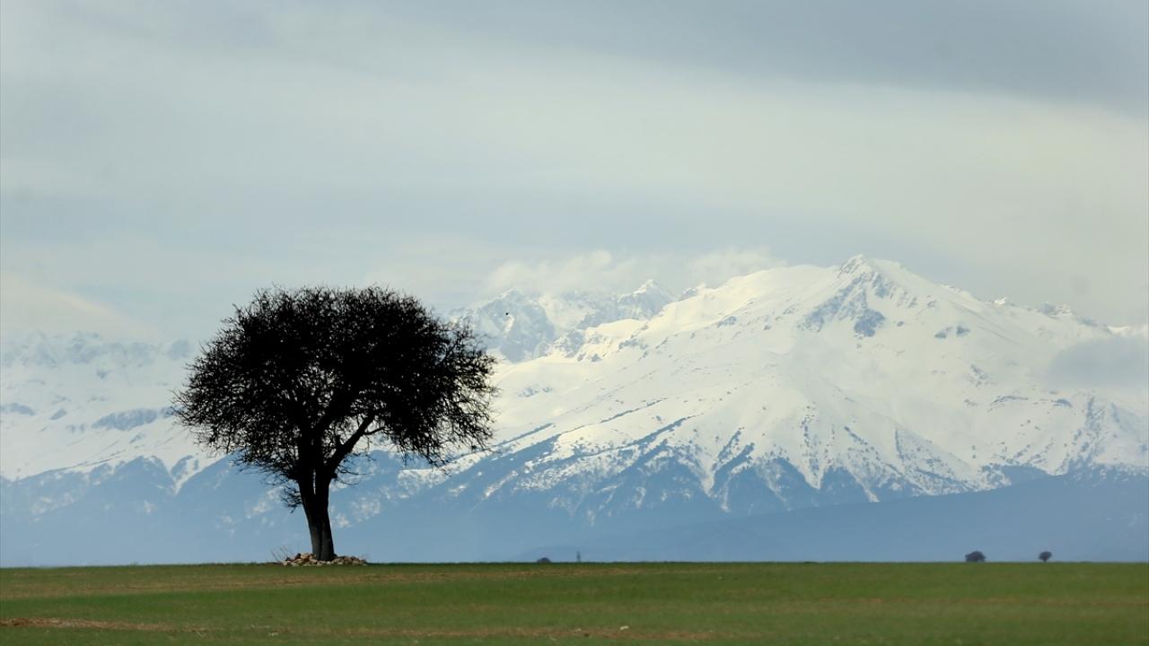 Anamas Dağlarına baharda kar yağdı