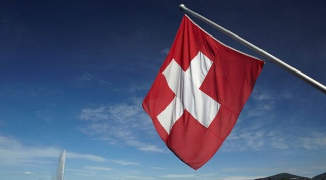İsviçrede belediye konsey üyesi başörtüsü nedeniyle toplantıya alınmadı