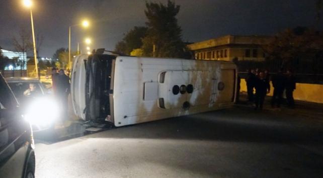 İzmirde işçi servisiyle belediye otobüsü çarpıştı