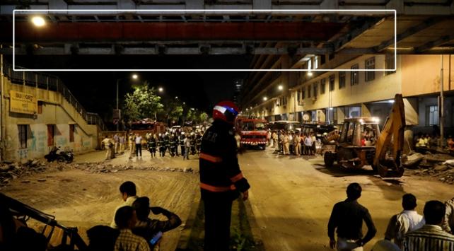 Hindistanda yaya üst geçidi çöktü: 6 ölü, 33 yaralı