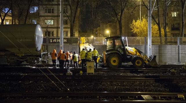 Ankarada raydan çıkan akaryakıt yüklü tren olay yerinden kaldırıldı