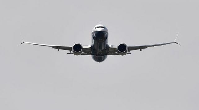 Boeing yolcu uçağı Rusyada acil iniş yaptı