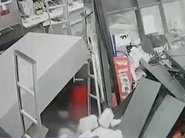 Rusyada bir marketin zemini çöktü