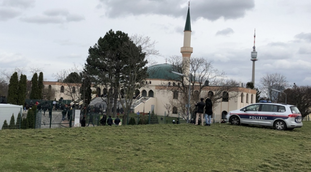 Avrupadaki camilerde güvenlik önlemleri artırıldı
