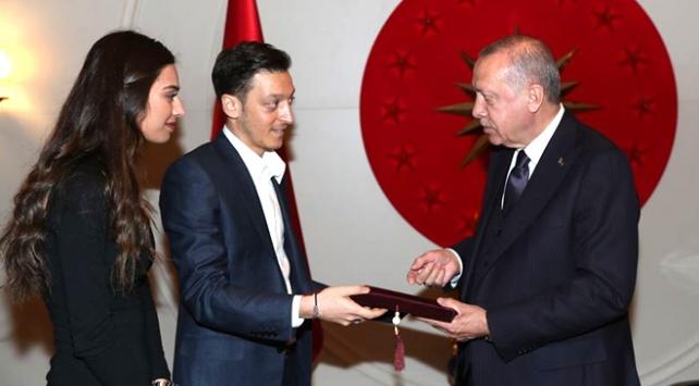 Cumhurbaşkanı Erdoğan futbolcu Özili kabul etti