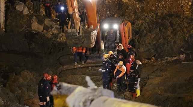 İzmirde göçük altında kalan bekçilerin cansız bedenlerine ulaşıldı