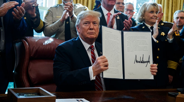 """Trump """"ulusal acil durumun"""" iptalini isteyen tasarıyı veto etti"""