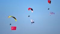 Çanakkale semalarında motorlu yamaç paraşütü gösterisi