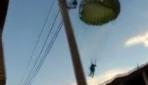 Brezilyada şiddetli rüzgar paraşütçüleri yerleşim alanına savurdu