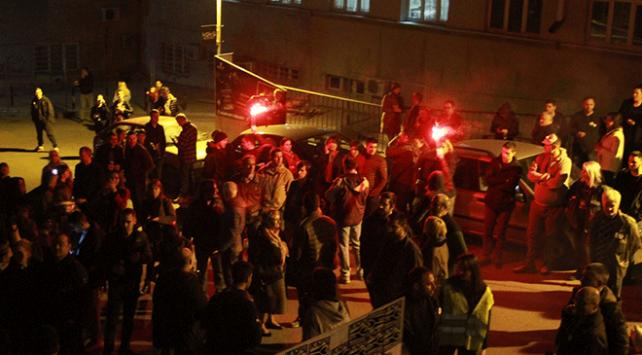 Sırbistan'da polis ile göstericiler arasında arbede