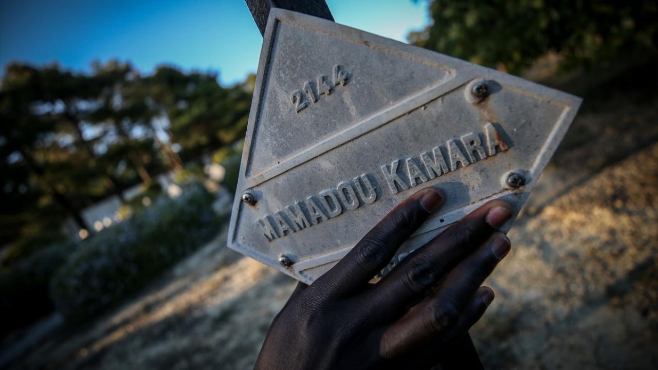 """""""Senegalli askerlerin kabirleri Müslüman mezarlığına taşınsın"""""""