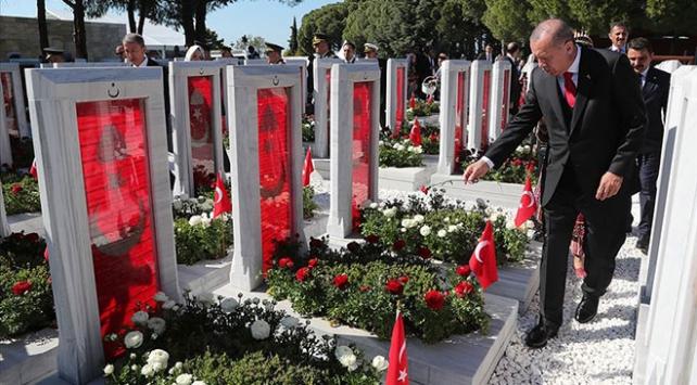 Cumhurbaşkanı Erdoğan, Şehitler Abidesinde düzenlenen törene katıldı