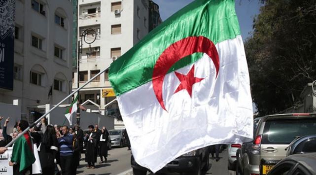 Cezayir dış müdahaleye tamamen karşı