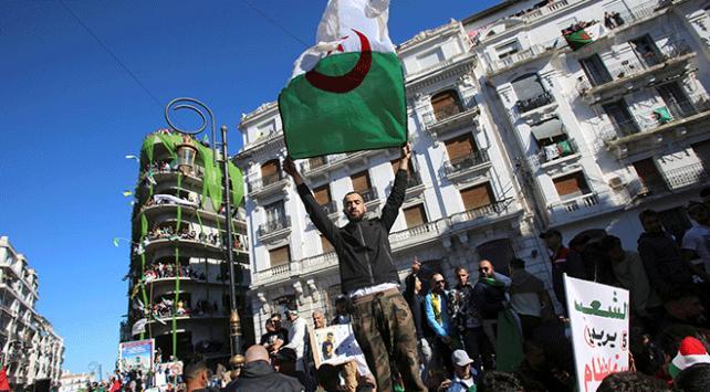 Cezayirde gösteriler sonrası doğan siyasi gruptan Buteflikaya çağrı