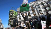 Cezayir'de gösteriler sonrası doğan siyasi gruptan Buteflika'ya çağrı