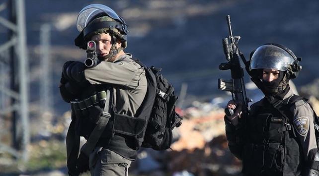 İsrail Batı Şeriada bir Filistinliyi şehit etti