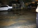 Su borusu patlayınca yolda göçük oluştu