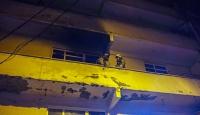 İstanbul'da bir binada çıkan yangında mahsur kalan 3 kişi kurtarıldı