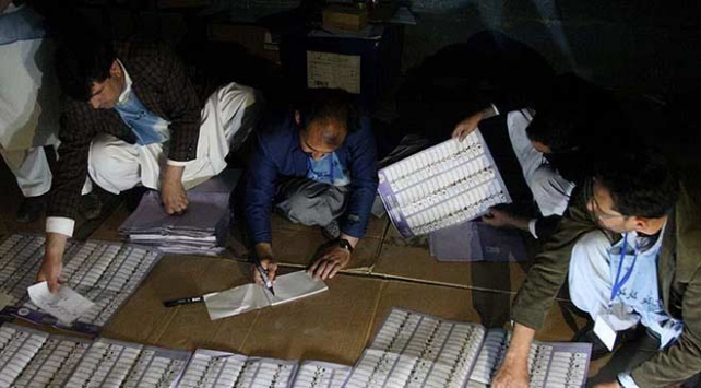Afganistanda cumhurbaşkanlığı seçimi bir kez daha ertelendi