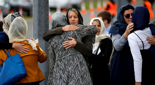 Yeni Zelandada terör saldırısı kurbanları toprağa veriliyor