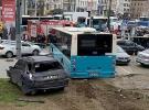 Beyazıt'ta halk otobüsü yayalara çarptı