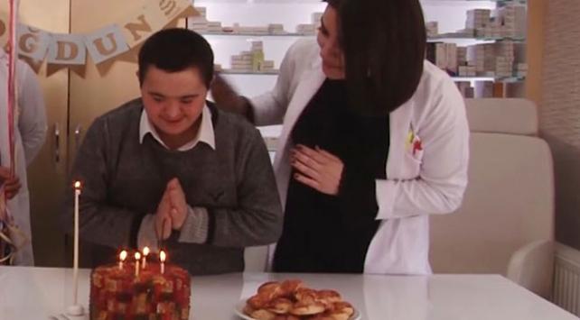 Down sendromlu Fatih'e mesai arkadaşlarından kutlama
