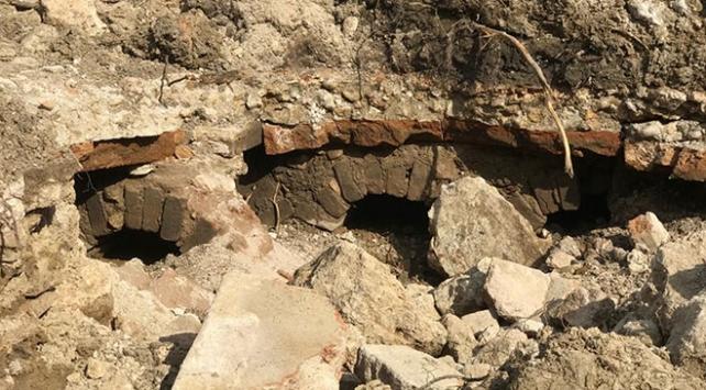Tarlasını kepçe ile düzeltirken tarihi yapı buldu