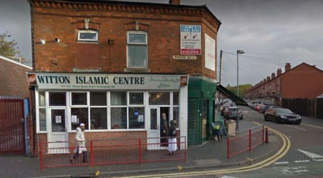 İngilterede 4 camiye balyozla saldırı