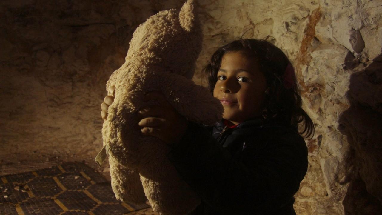 Suriyede çocuklar yer altında büyüyor