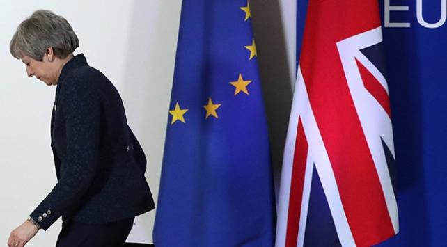 İngiltere basını: Theresa Mayin koltuğu tehlikede