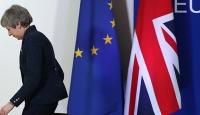 İngiltere basını: Theresa May'in koltuğu tehlikede