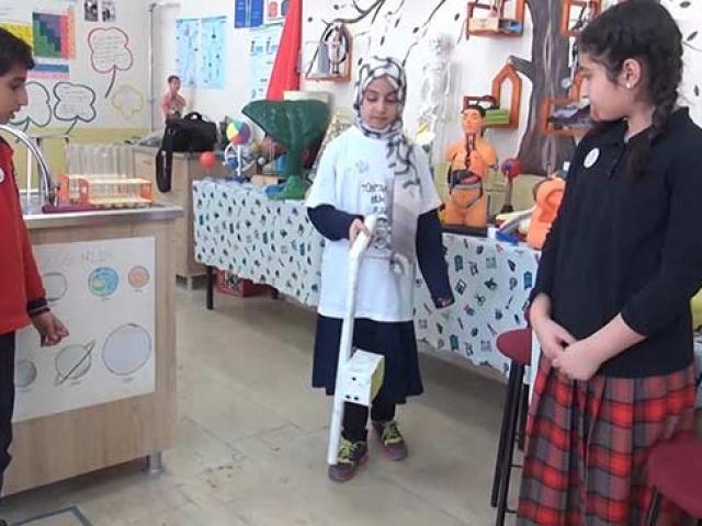 Muş'ta öğrenciler görme engelliler için özel baston yaptı