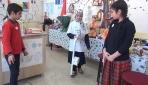 Muşta öğrenciler görme engelliler için özel baston yaptı