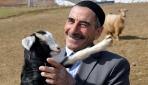 Çıkardığı ilginç seslerle koyunlarını çağıran Bingöllü çoban